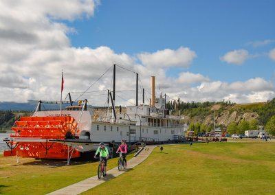Vorbei am Raddampfer SS Klondike